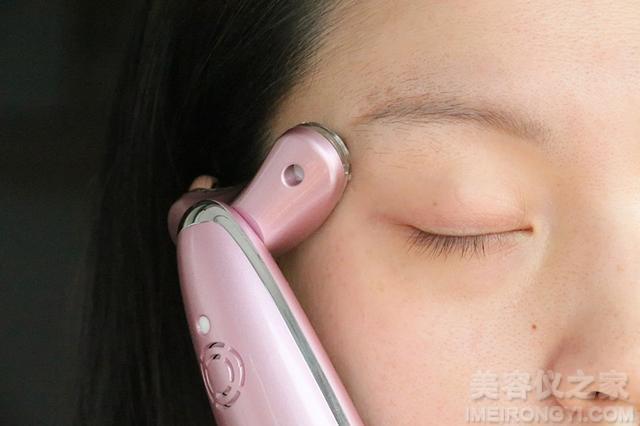 拥有光子美肤新科技,belulu彩光射频美容仪来帮你